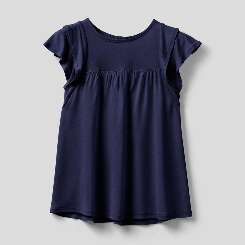 T-shirt with ruffles on the sleeves