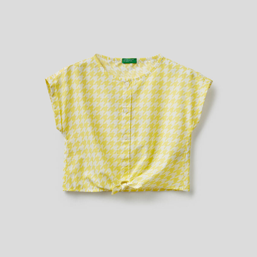 Μπλούζα cropped με κόμπο