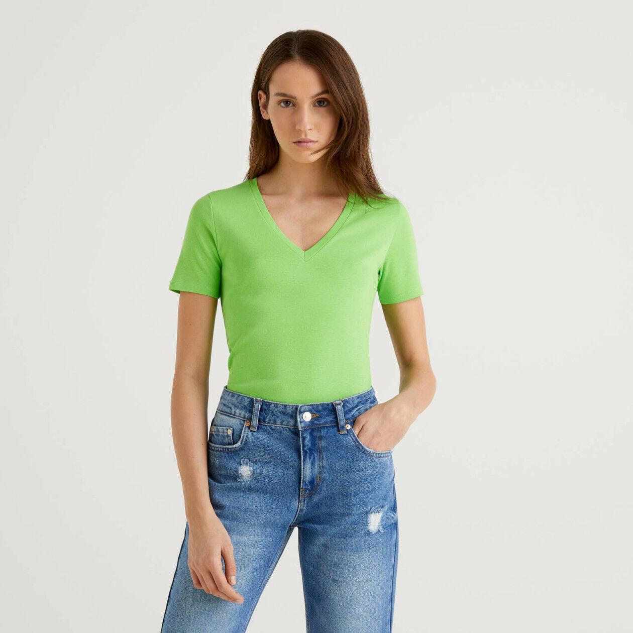 T-shirt από αγνό βαμβακερό με V λαιμόκοψη