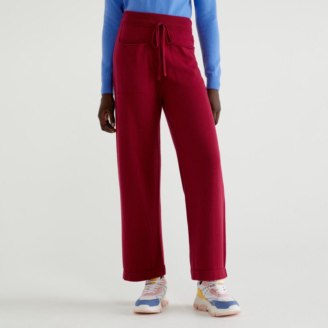 Παντελόνι από πλεκτό ύφασμα με τσέπες