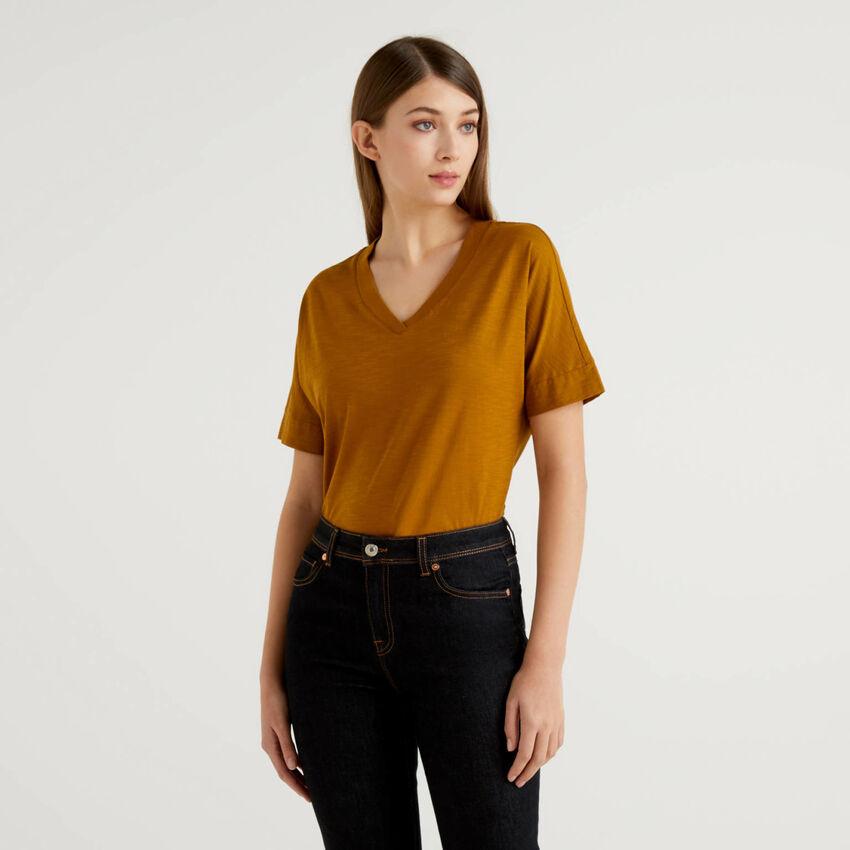 T-shirt με V λαιμόκοψη 100% βαμβακερό