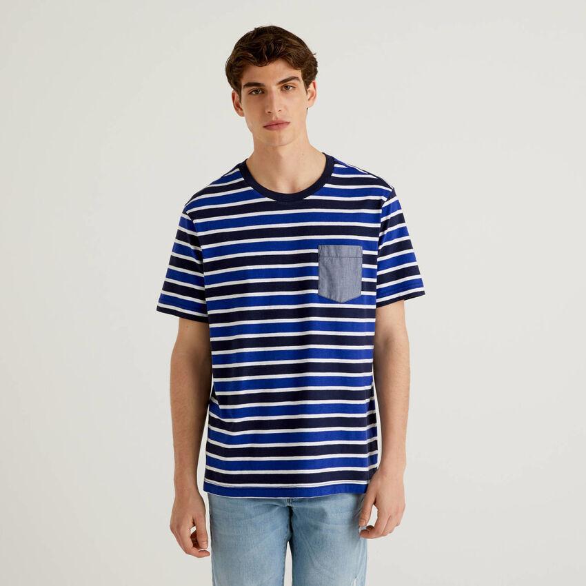 T-shirt ριγέ με τσεπάκι που κάνει αντίθεση