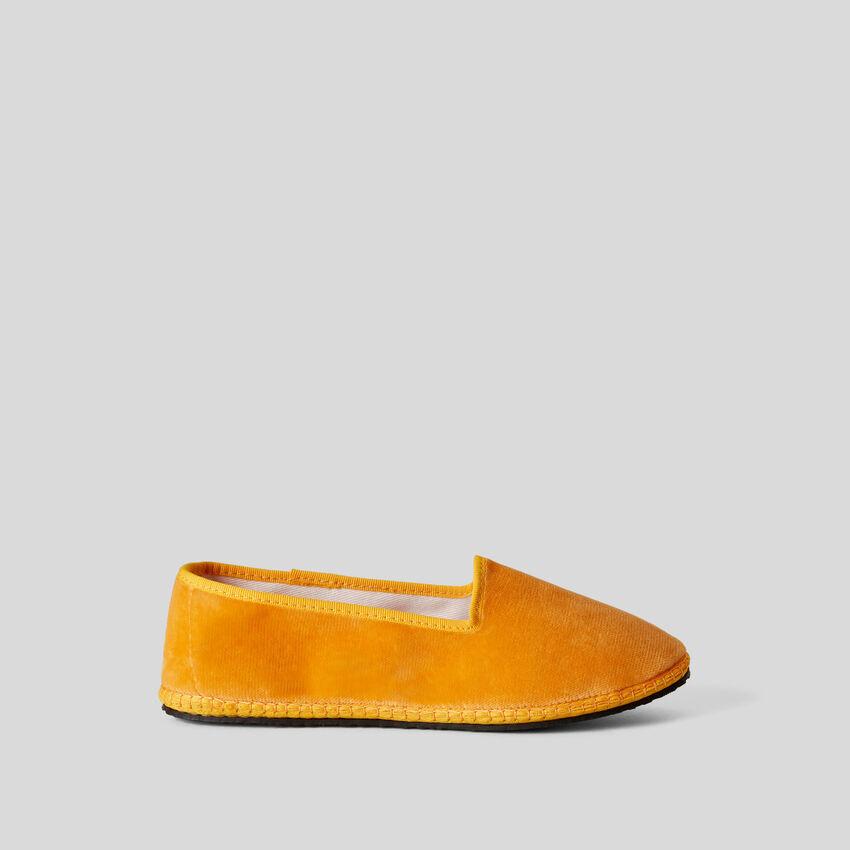 Παπούτσια friulane κίτρινα από βελούδο