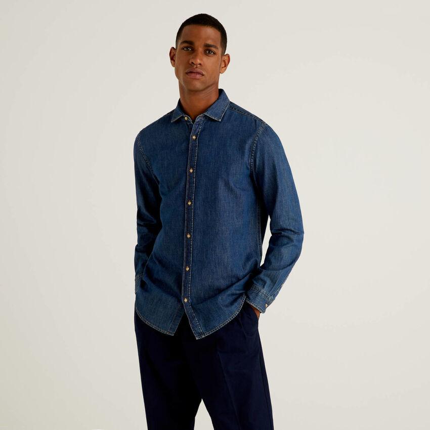 Slim fit shirt in 100% cotton denim