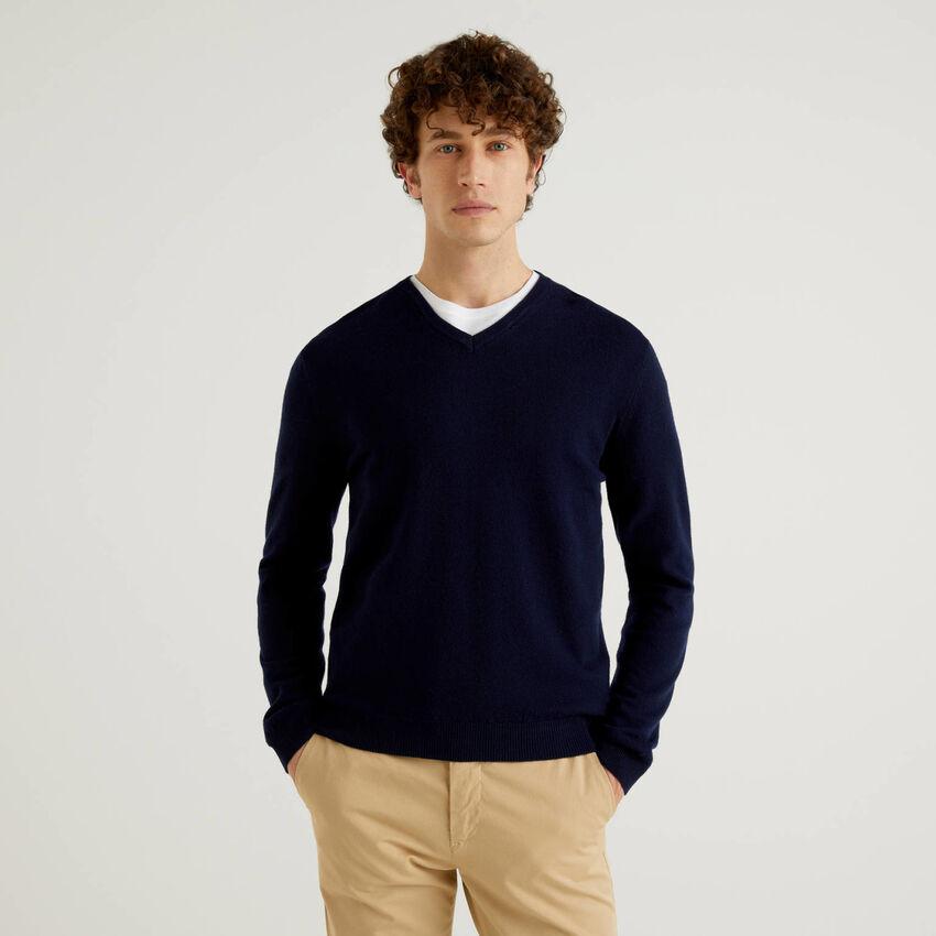 Dark blue V-neck sweater in pure virgin wool