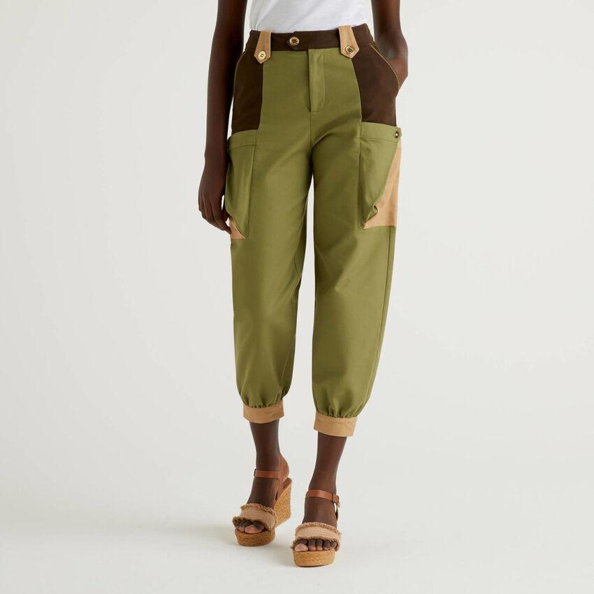 Παντελόνι cropped με μάξι τσέπες