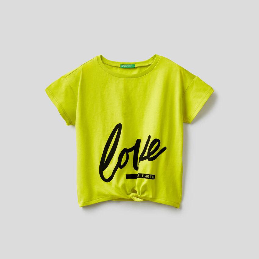 T-shirt με φιόγκο στο τελείωμα