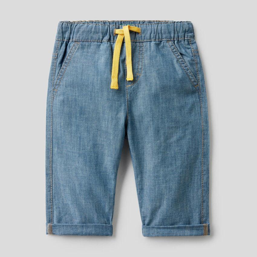 Παντελόνι chambray από 100% βαμβακερό