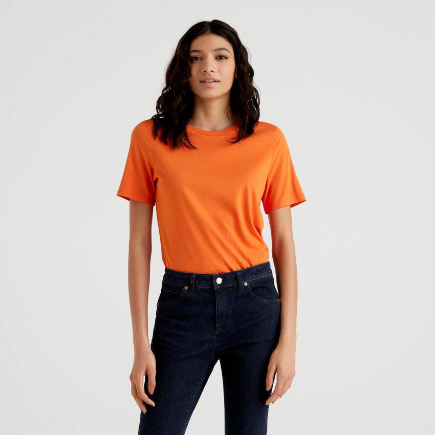 T-shirt μονόχρωμο με λαιμόκοψη