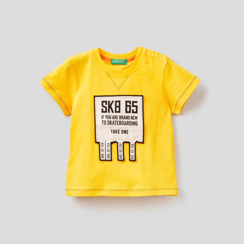 T-shirt with 3D applique