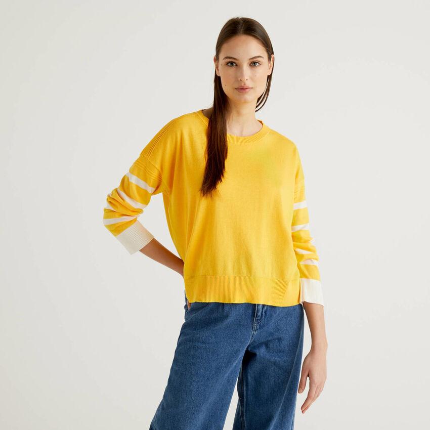 Μπλούζα κίτρινη με σκίσιμο στο πίσω μέρος