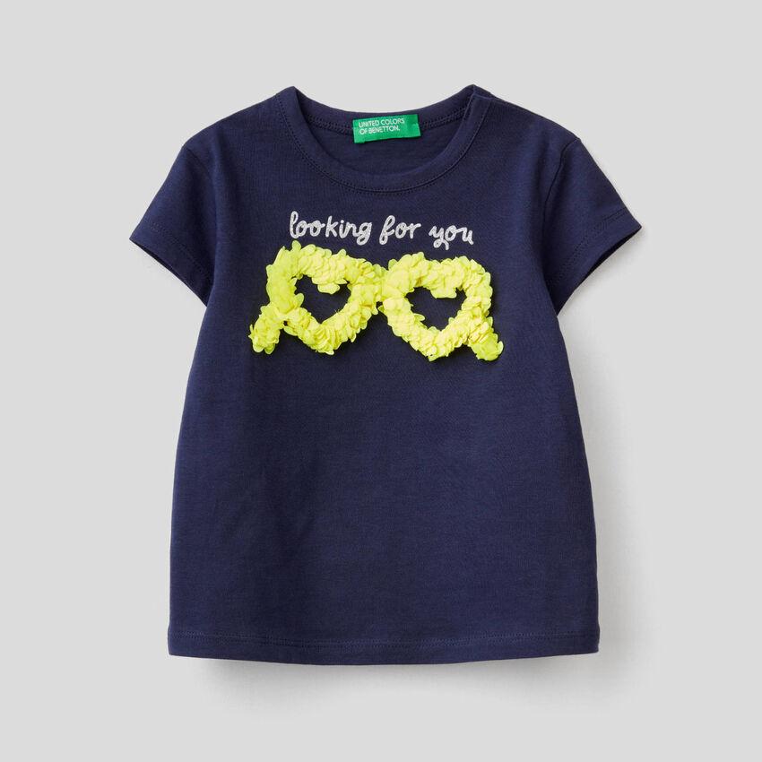 T-shirt με διακοσμητικό εφέ πέταλα