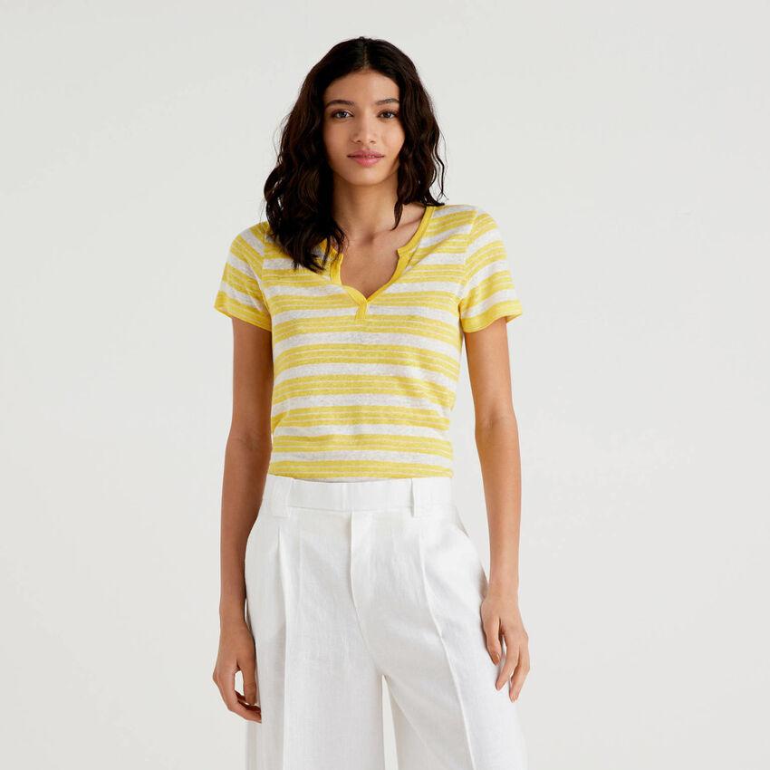 T-shirt ριγέ με V λαιμόκοψη