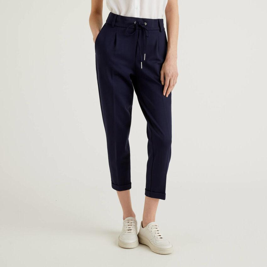 Παντελόνι με κορδόνι και ρεβέρ