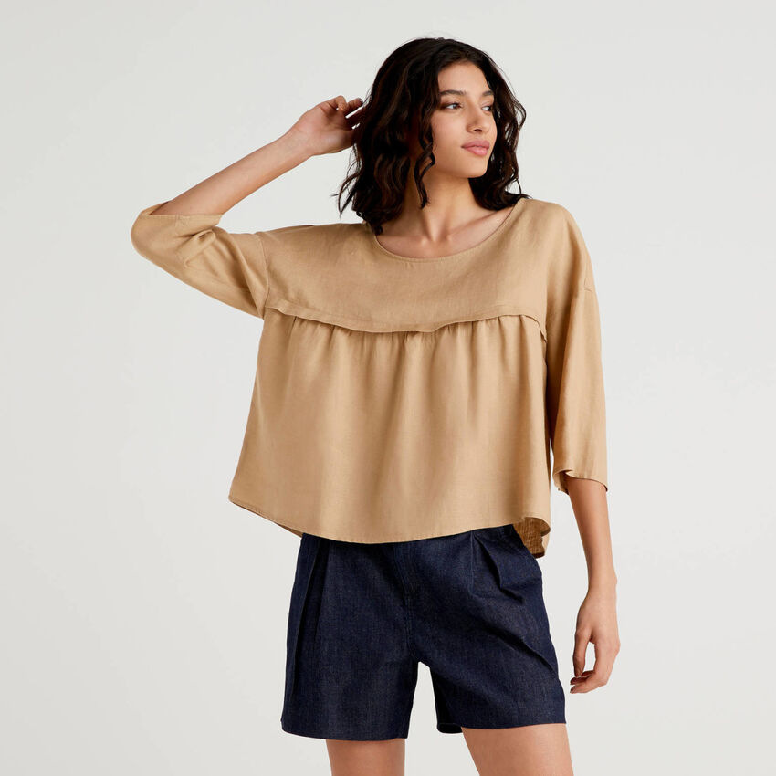 Blouse in 100% linen with frill