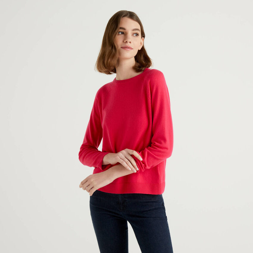 Fuchsia crew neck sweater in cashmere and wool blend