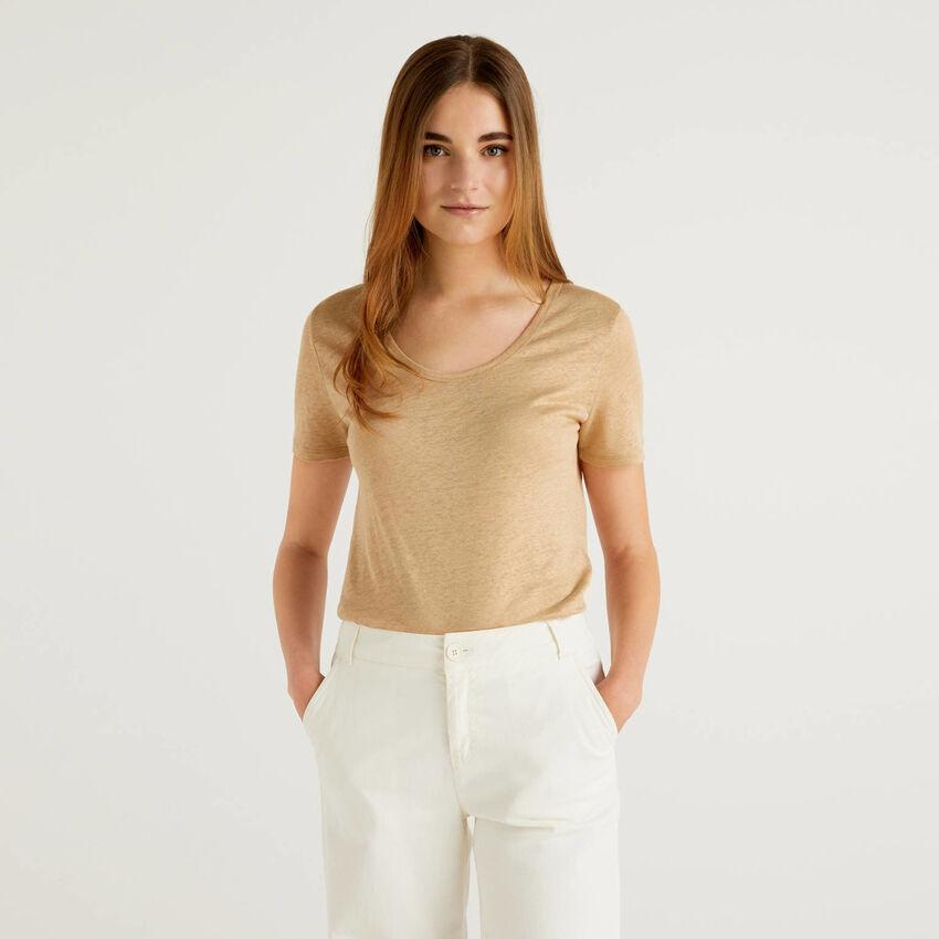 T-shirt με λαιμόκοψη από αγνό λινό