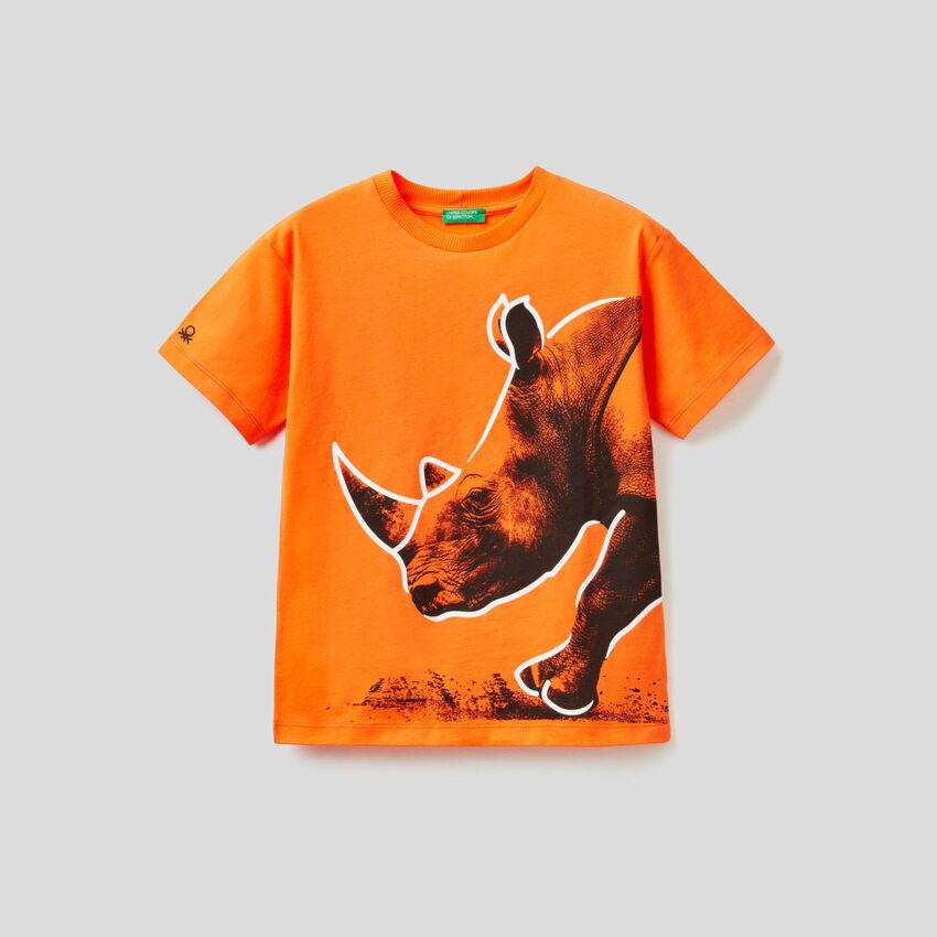 T-shirt πορτοκαλί με τύπωμα με ρινόκερο