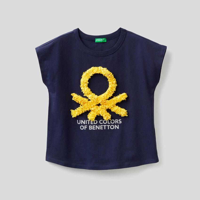 T-shirt με κεντητά πέταλα