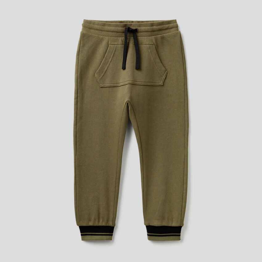 Παντελόνι φούτερ με τσέπη μάρσιπο