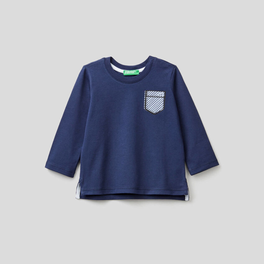 T-shirt μπλε σκούρο με τύπωμα τσεπάκι