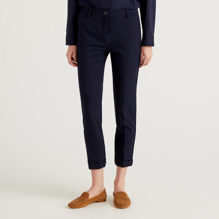 Παντελόνι stretch με ρεβέρ