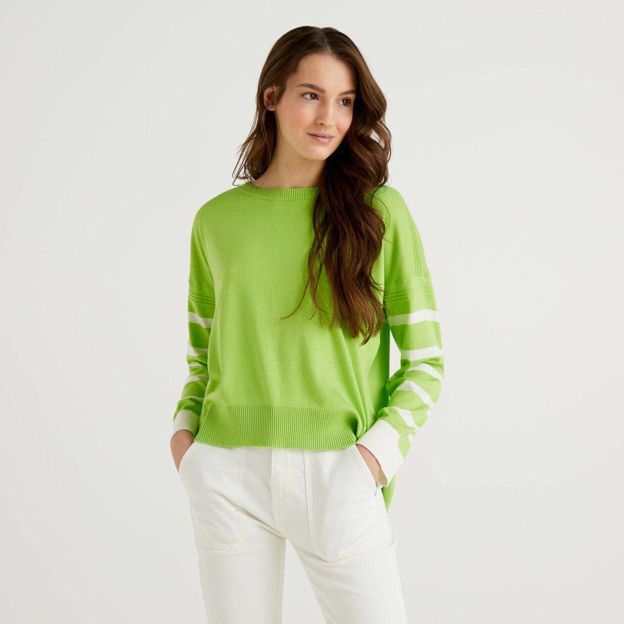 Μπλούζα ανοιχτό πράσινο με σκίσιμο στο πίσω μέρος
