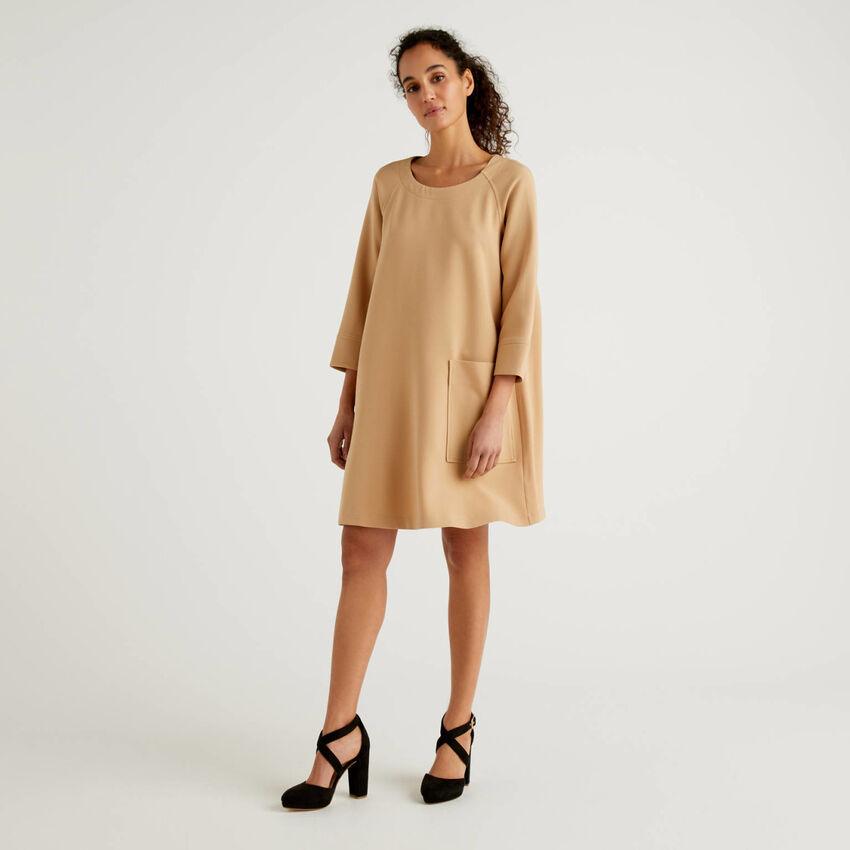 Φόρεμα εβαζέ με μάξι τσέπη