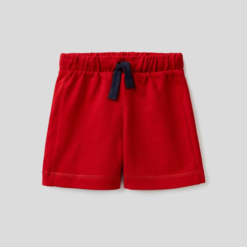 100% cotton bermudas with logoed pocket