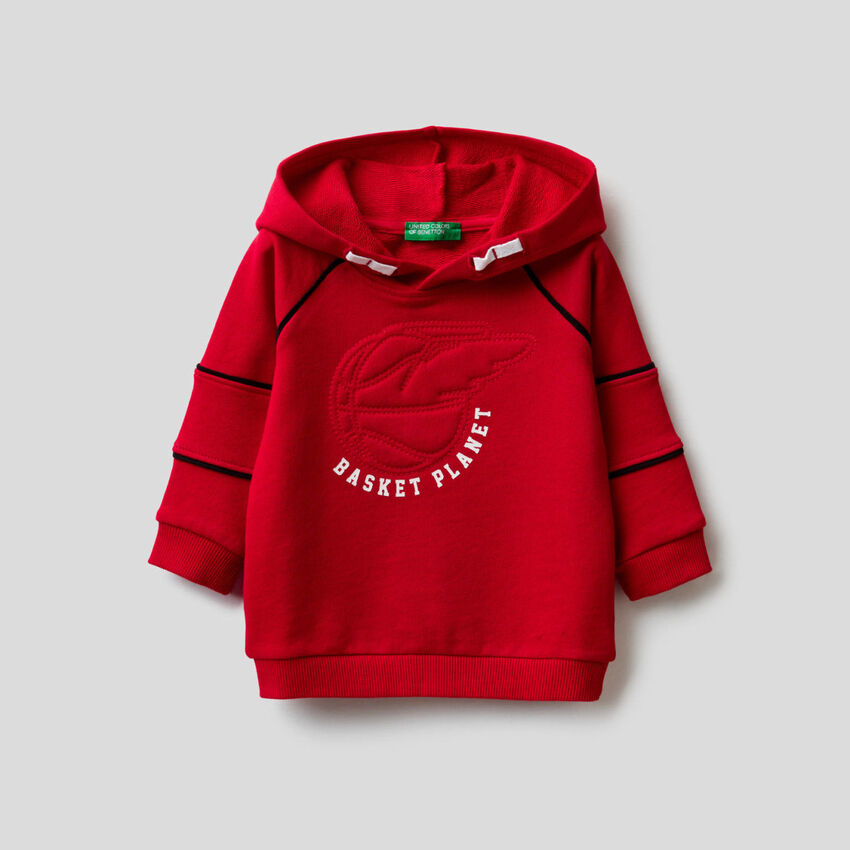 Hoodie with 3D embroidery