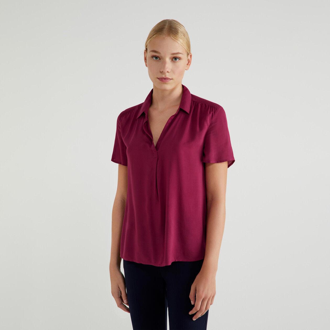 Μπλούζα με V λαιμόκοψη