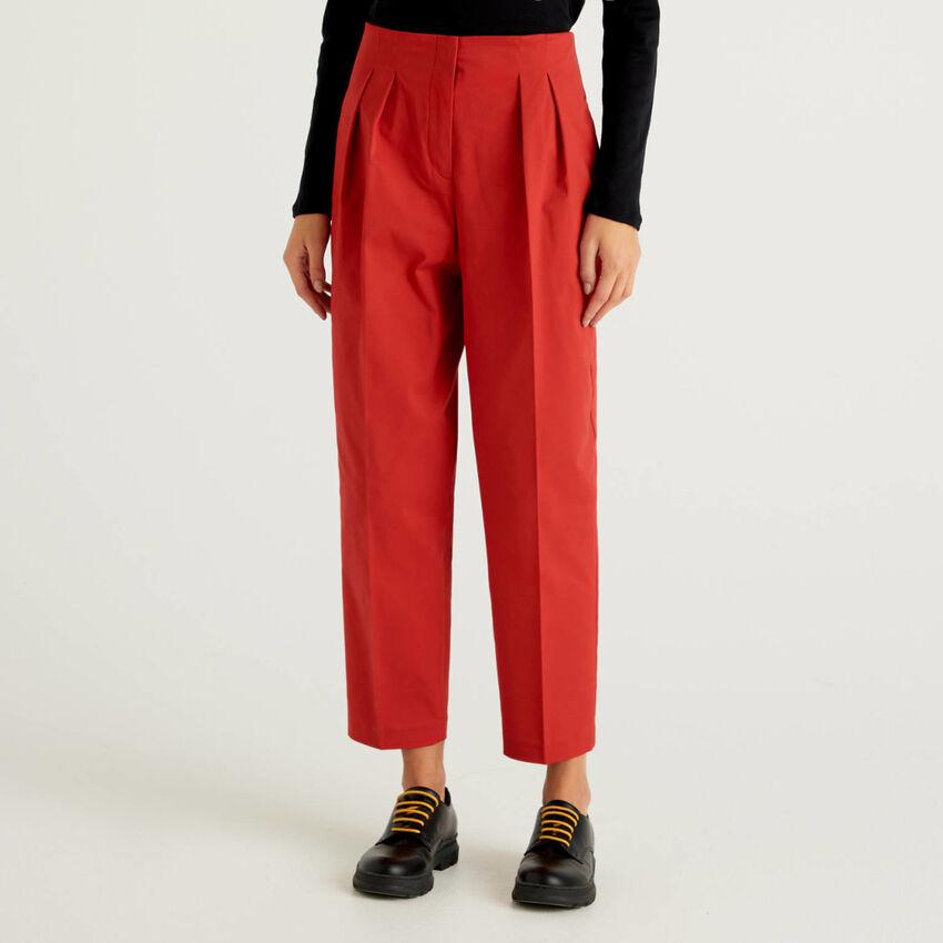 Παντελόνι με πιέτες από βαμβακερό stretch