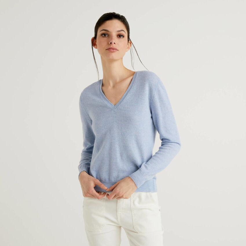 Μπλούζα με V λαιμόκοψη από αγνό παρθένο μαλλί