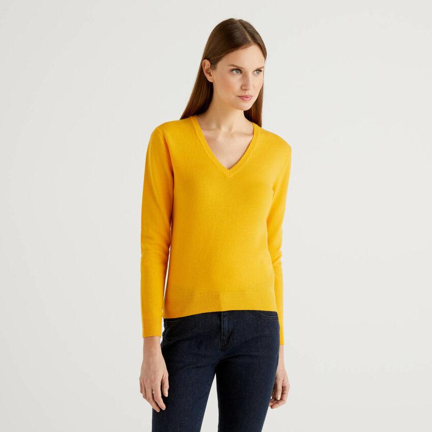 Μπλούζα κίτρινη με V λαιμόκοψη από αγνό παρθένο μαλλί