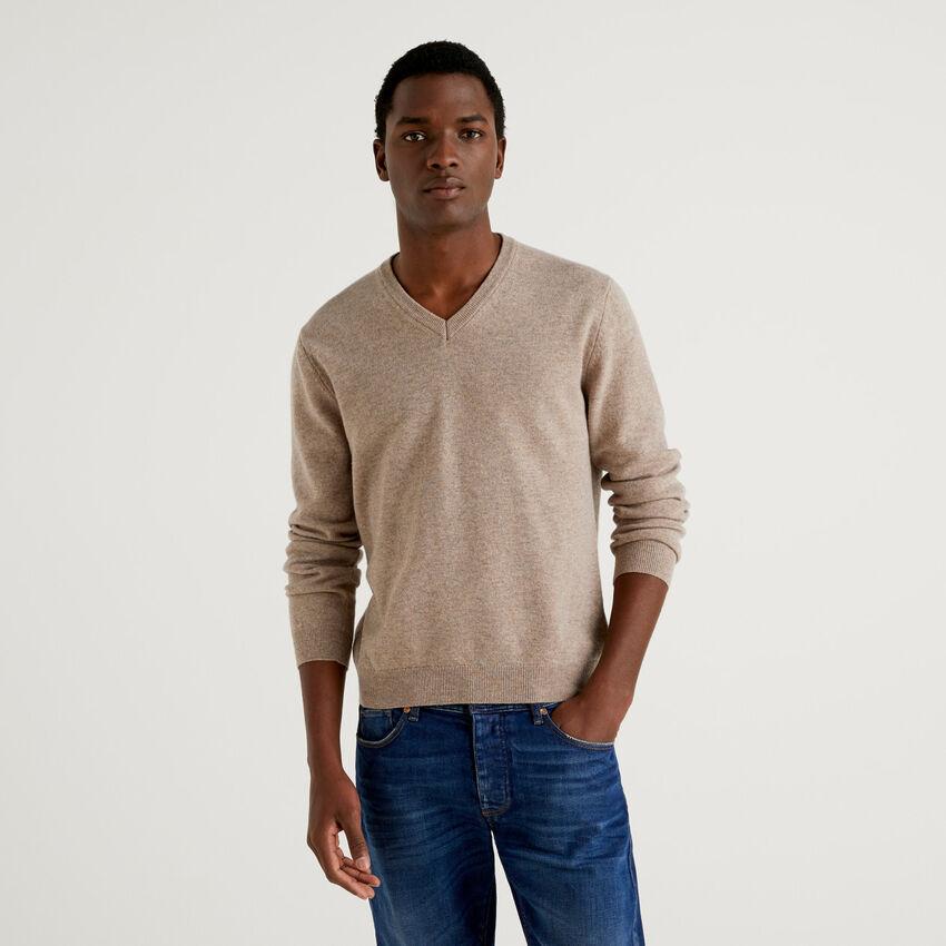 Μπλούζα με V λαιμόκοψη dove grey από αγνό παρθένο μαλλί