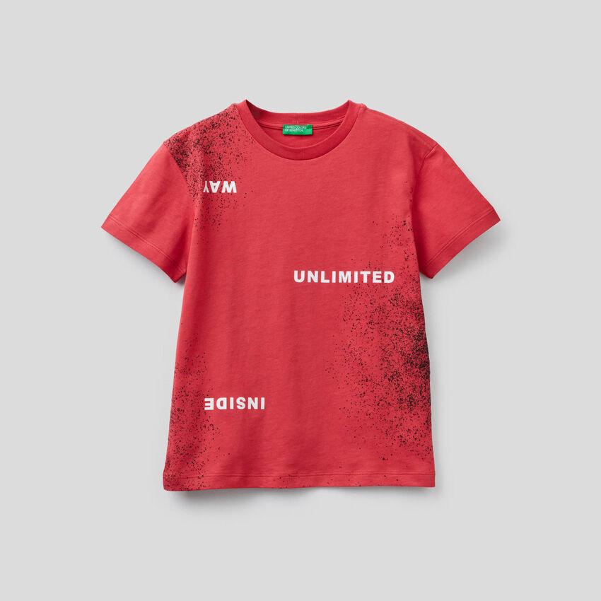 T-shirt με τύπωμα εφέ σπρέι