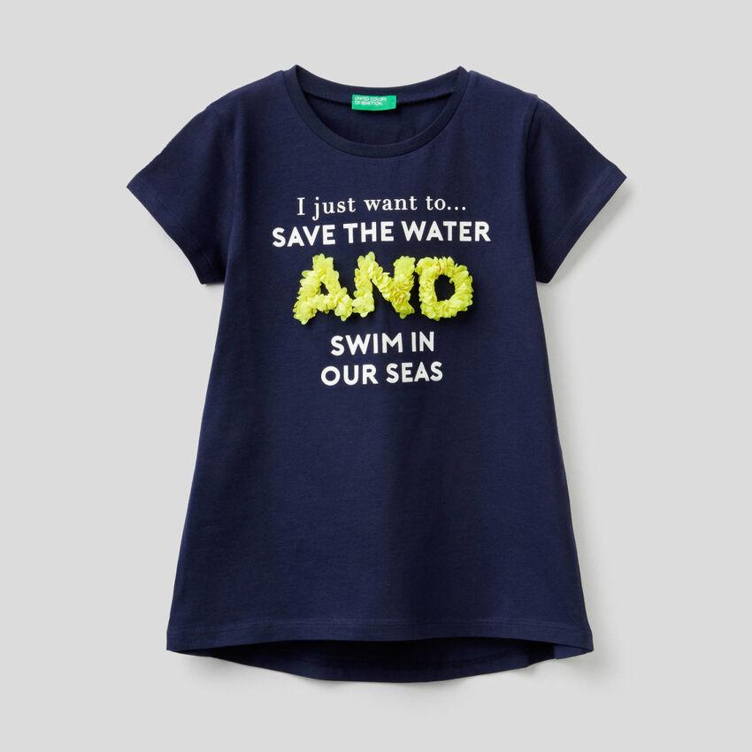 T-shirt με διακοσμητικά πέταλα