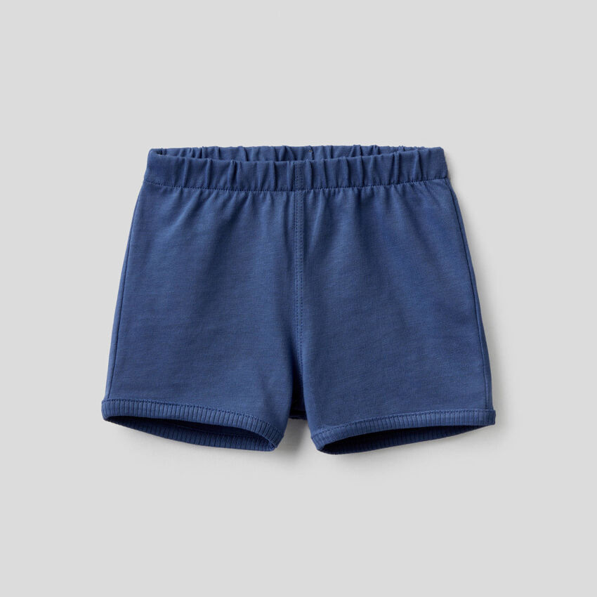 Shorts with maxi patch at back
