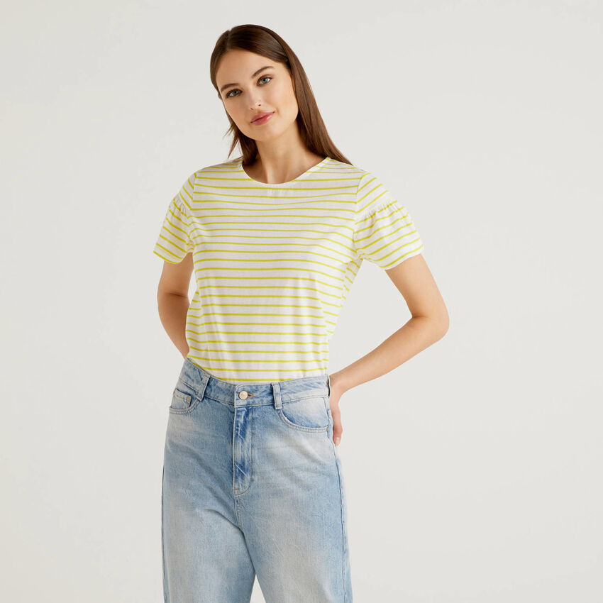 T-shirt ριγέ με μανίκια με σούρα