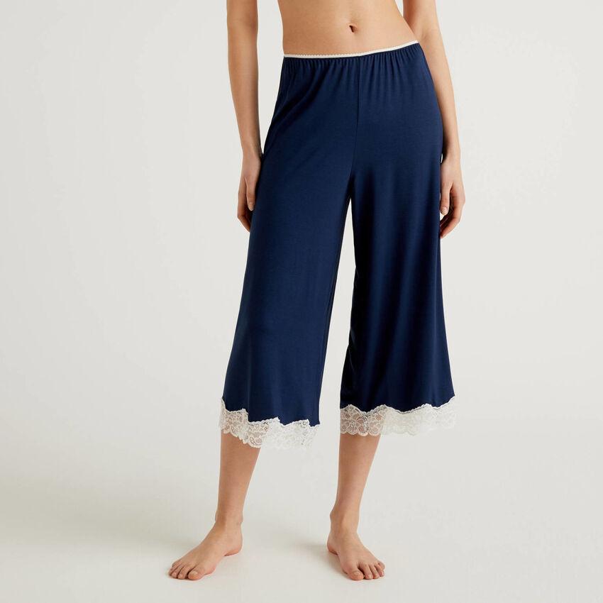 Παντελόνι cropped με λεπτομέρειες από δαντέλα