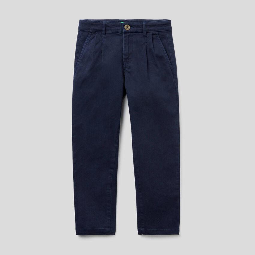 Παντελόνι από βαμβακερό stretch με πιέτες