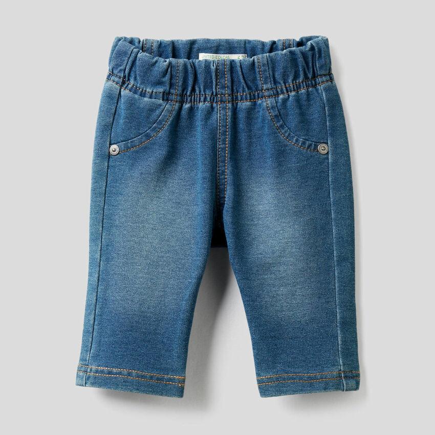 Παντελόνι εφέ denim με τύπωμα