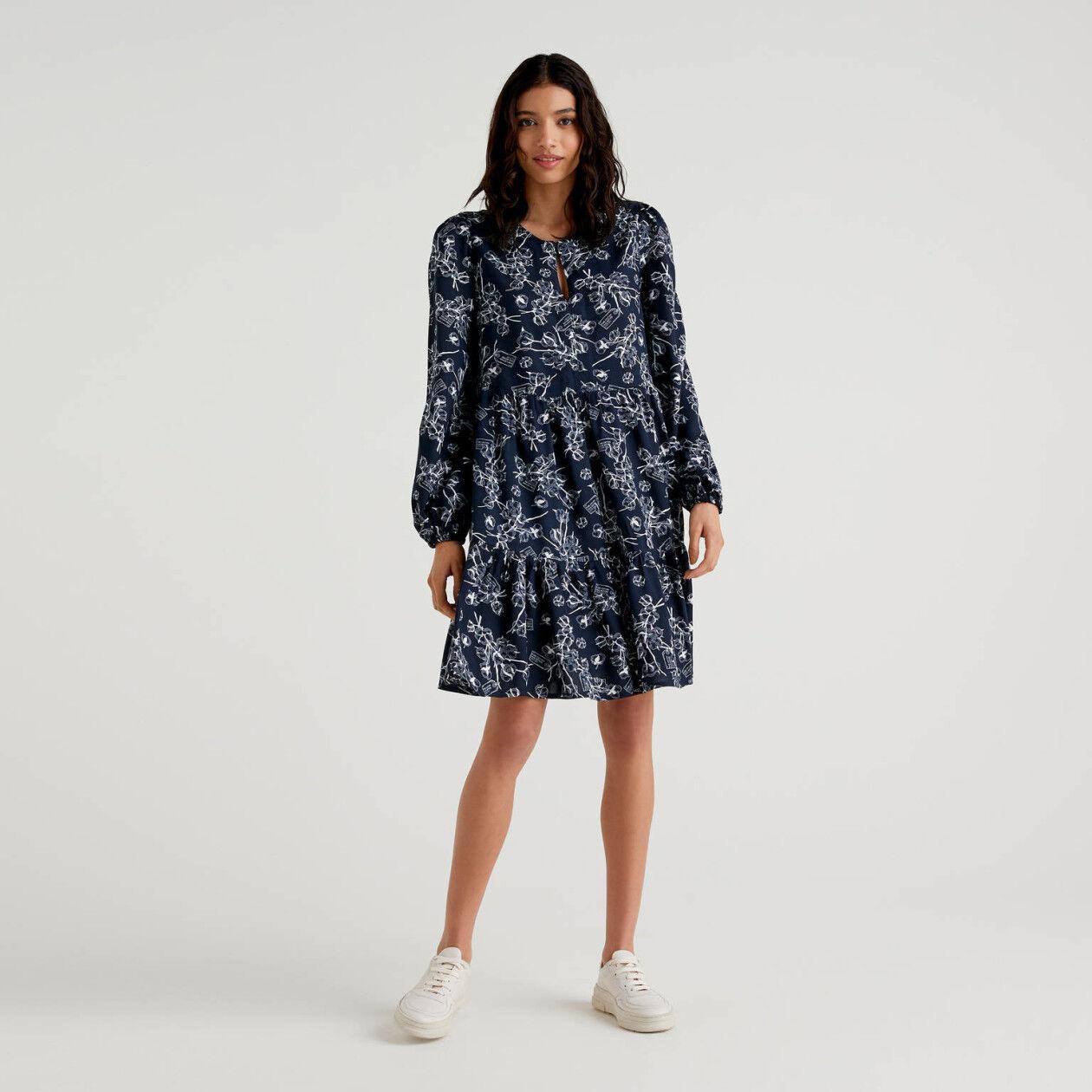 Φόρεμα με βολάν με τύπωμα με σχέδια