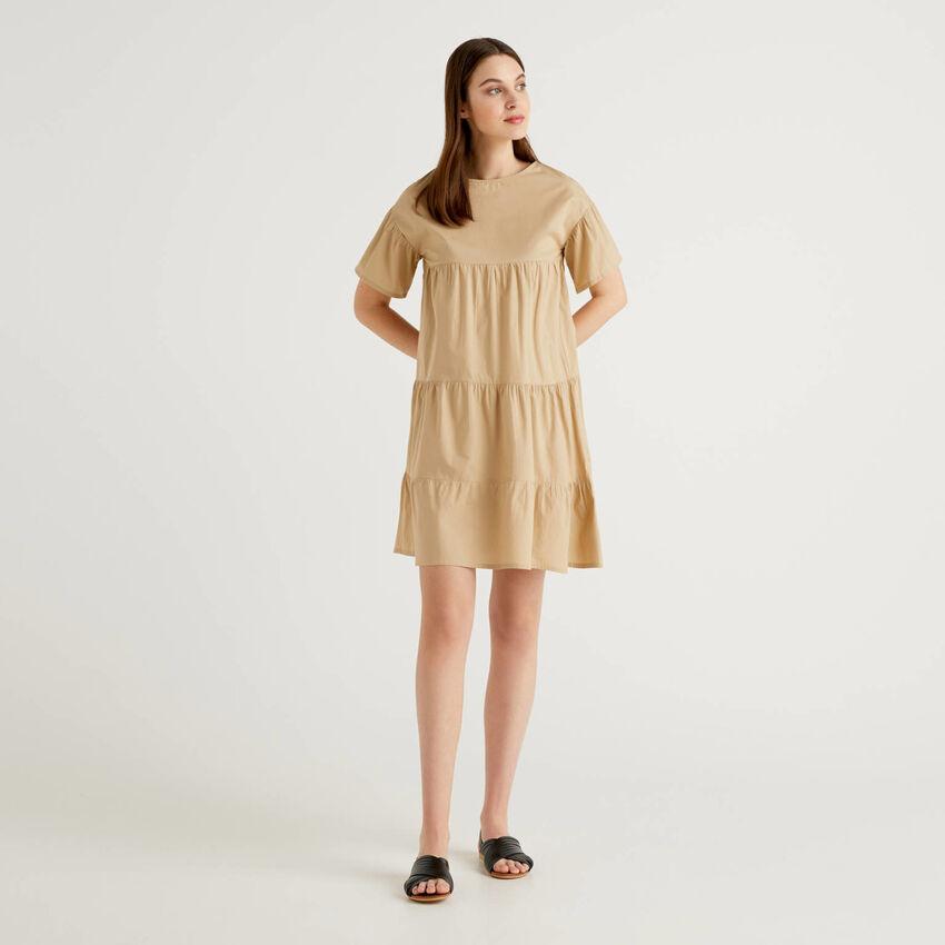 Φόρεμα φαρδύ με βολάν από 100% βαμβακερό