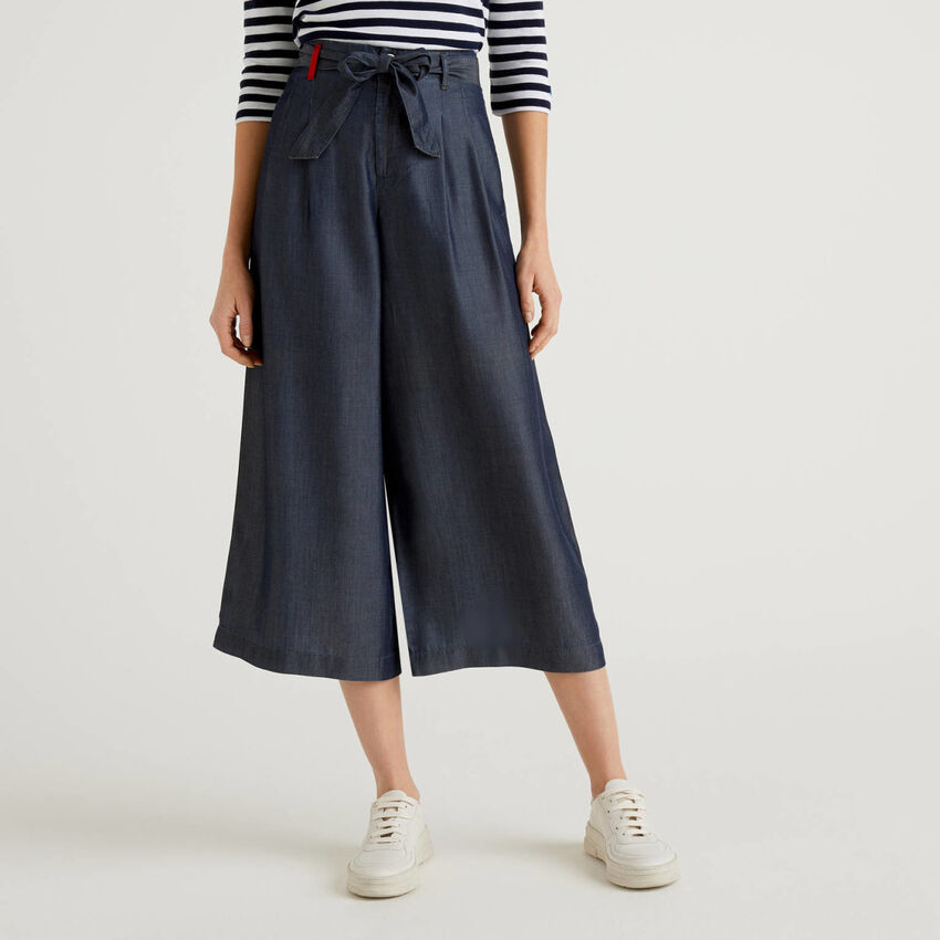 Wide trousers with belt