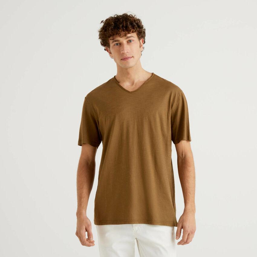T-shirt από 100% βαμβακερό με V λαιμόκοψη