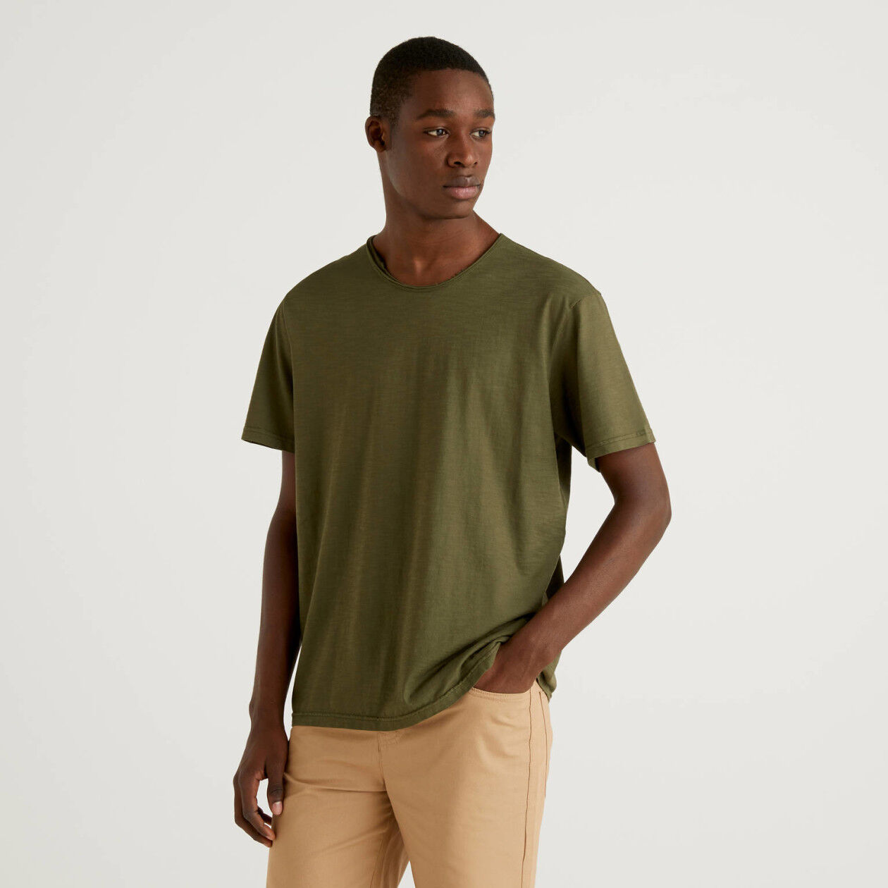 Army green t-shirt in pure cotton