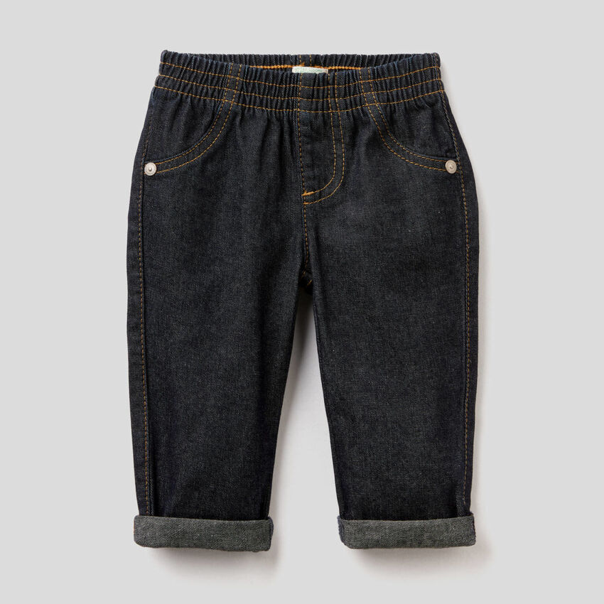 Jeans in 100% cotton denim