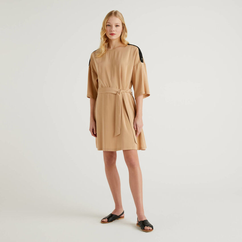 Φόρεμα κοντό με ζώνη