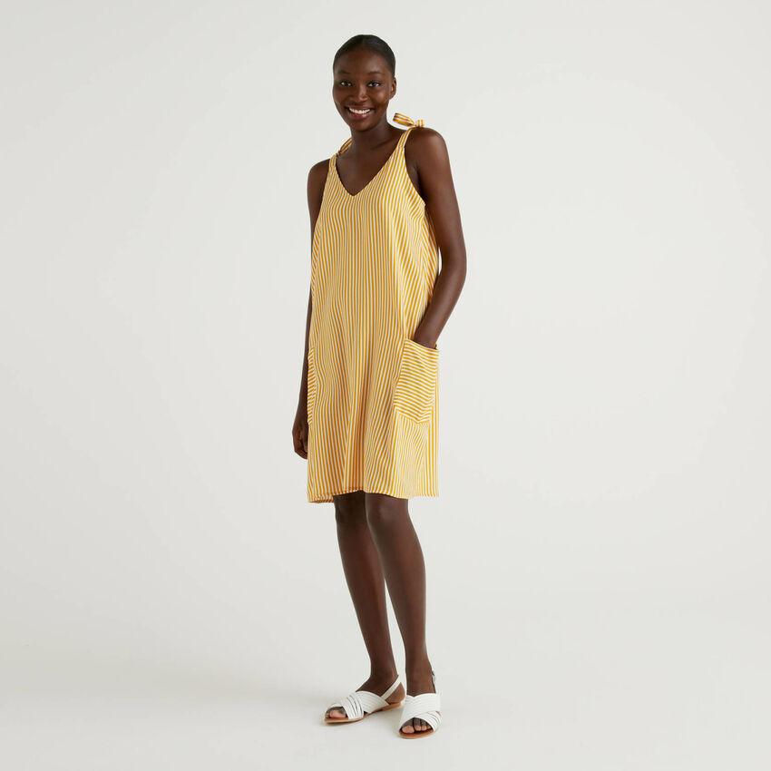 Φόρεμα ριγέ με τιράντες